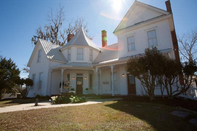 The Lake House Bed & Breakfast